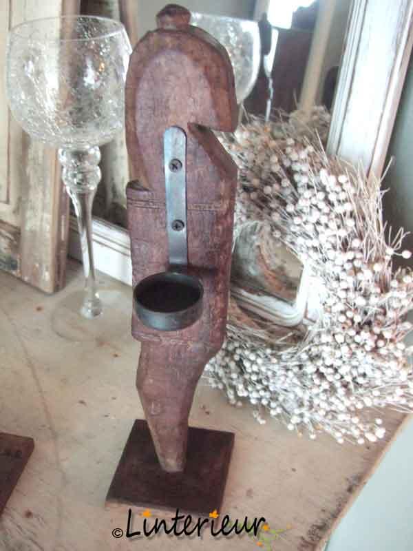 Houten ornament met theelichthouder 1